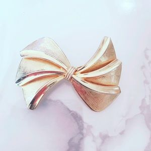 Gold Tone Vintage Pinup Brooch Bow